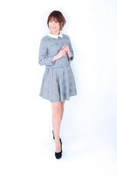 篠田有香(全身写真)
